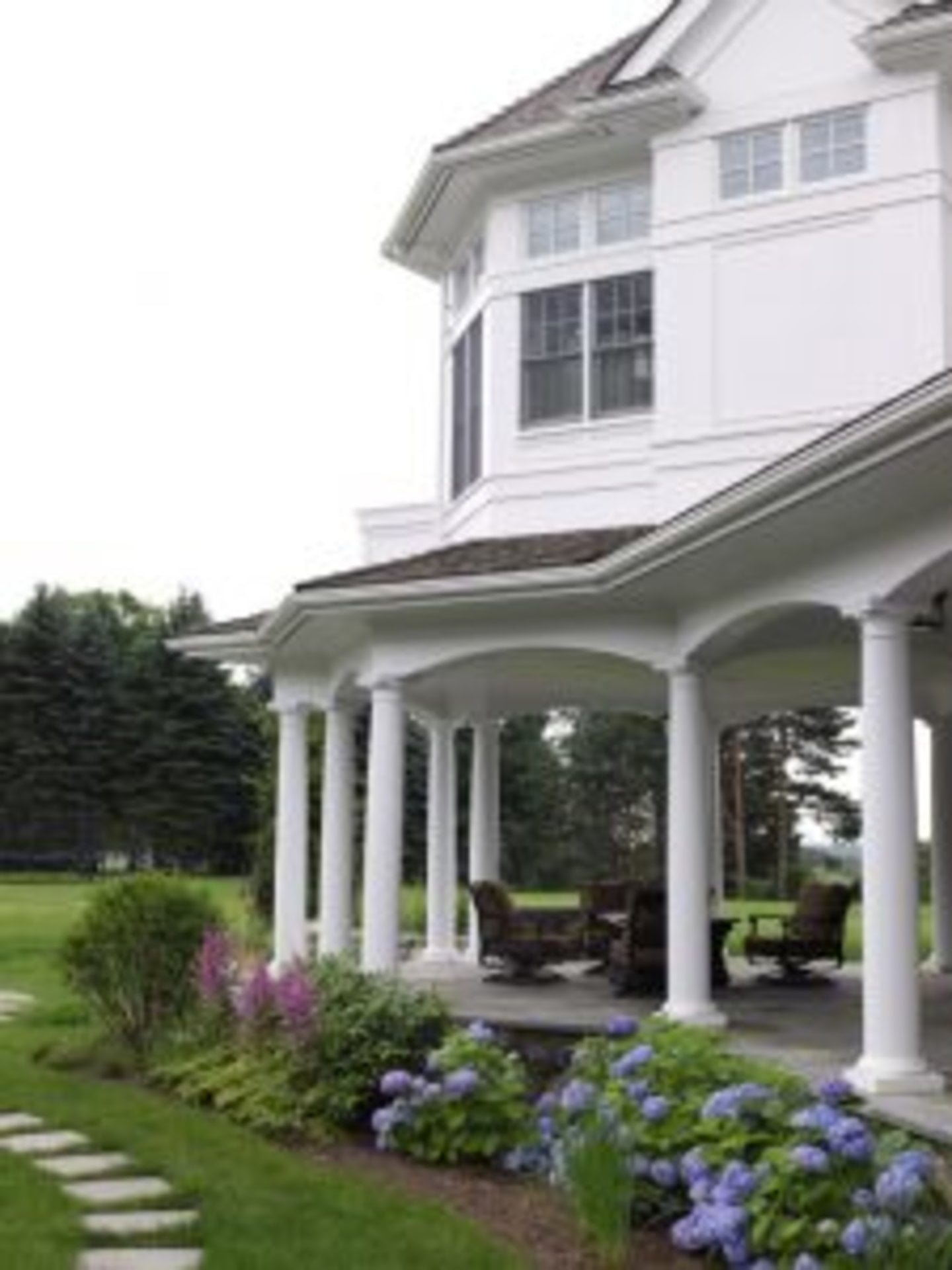 Lush Garden Features for New England Homes